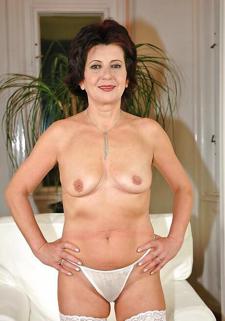Nackt mature pussy Older Mom