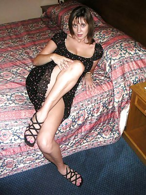 Mature Housewife Photos
