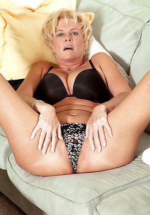 Spreading Mature Pussy Photos